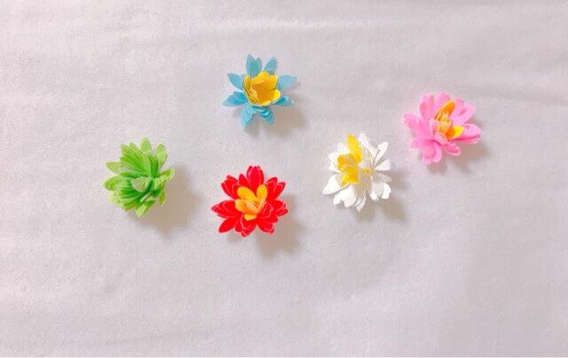 ダイソーのクラフトパンチフラワー型で作った立体の花