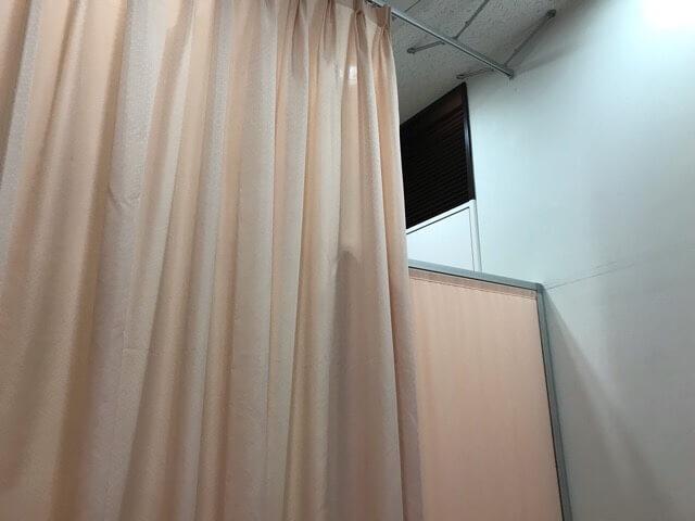 西武ドーム授乳室内のカーテン